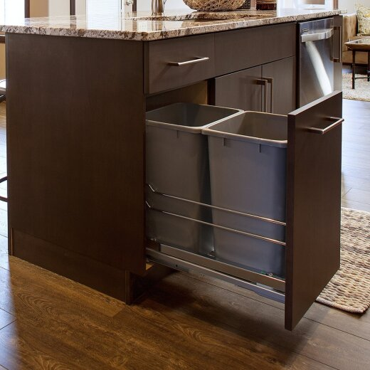 Kitchen cabinet with pullout for trash
