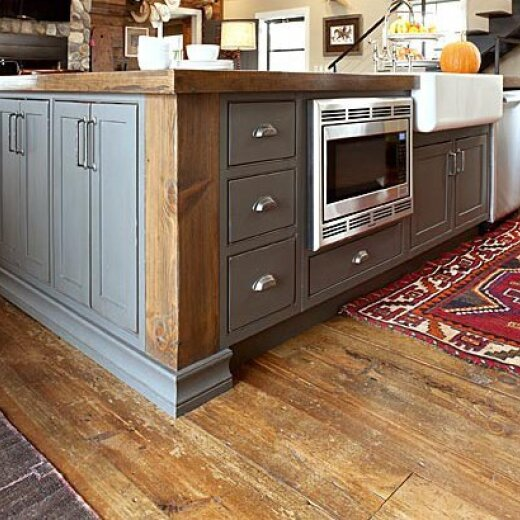 Kitchen cabinet with an oven