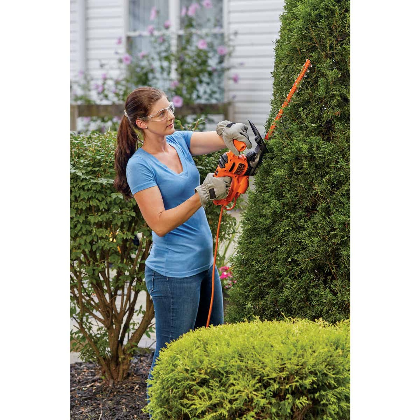Black & Decker 16 In. 3-Amp Corded Electric Hedge Trimmer Image 3